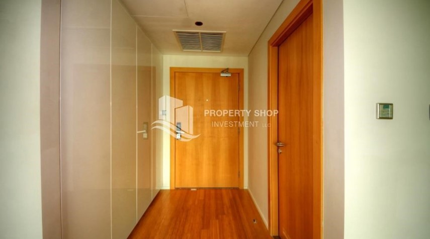 Foyer-2 bedrooms with partial sea and canal view