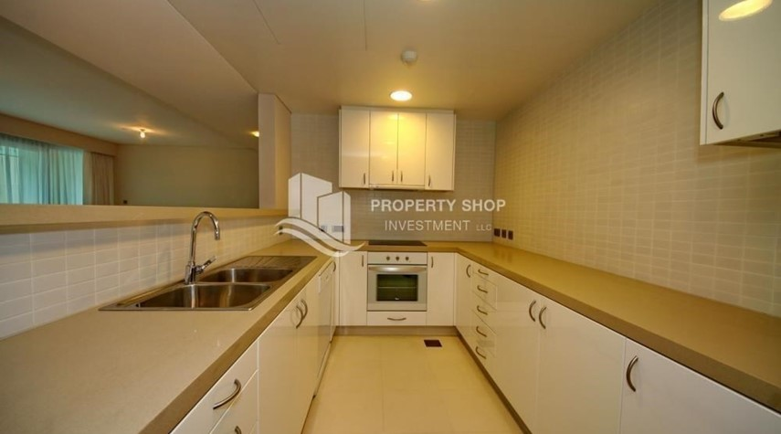 Kitchen-Spacious Apt overlooking Sea + Canal view