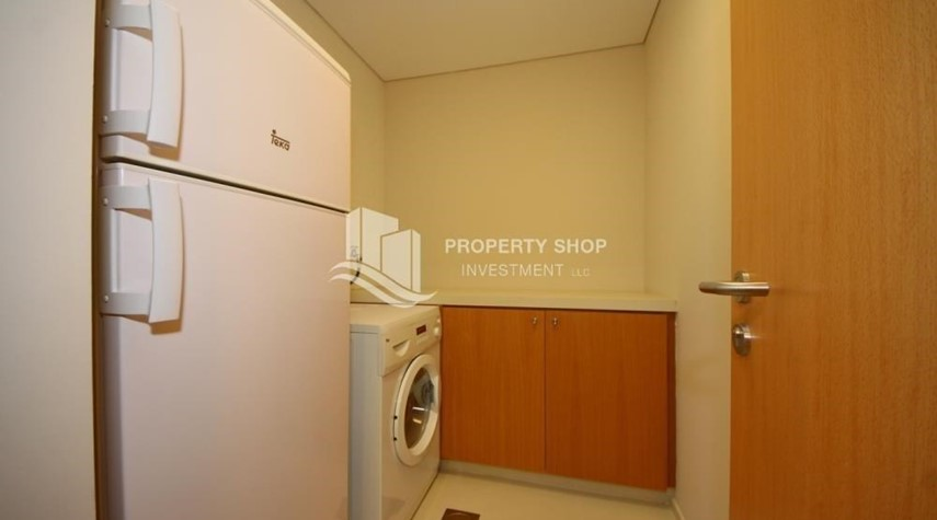 Laundry Room-Spacious Apt overlooking Sea + Canal view