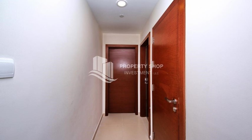 Foyer-Amazing 2 BR apt in gate tower