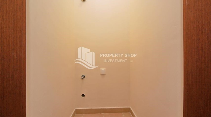 Laundry Room-Amazing 2 BR apt in gate tower
