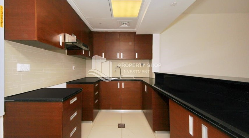 Kitchen-1BR sea view Apt with full facilities.