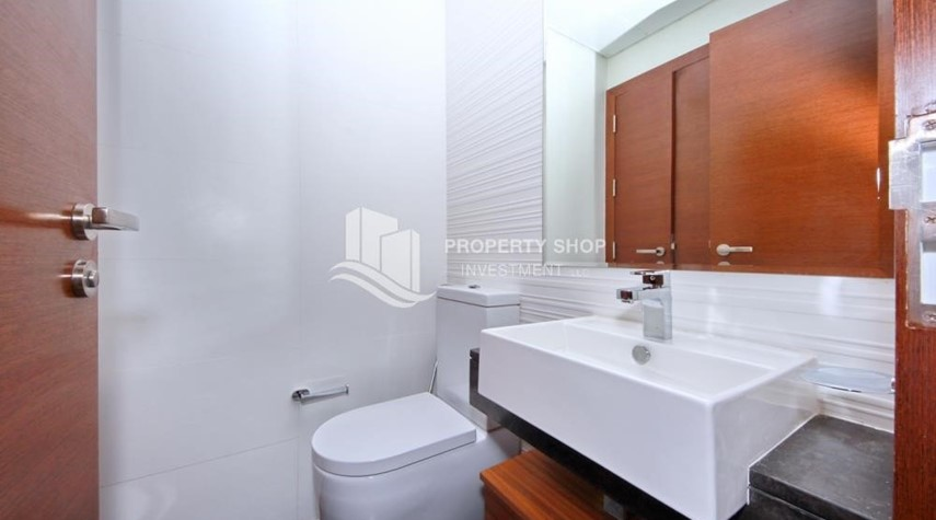 Powder-1BR sea view Apt with full facilities.