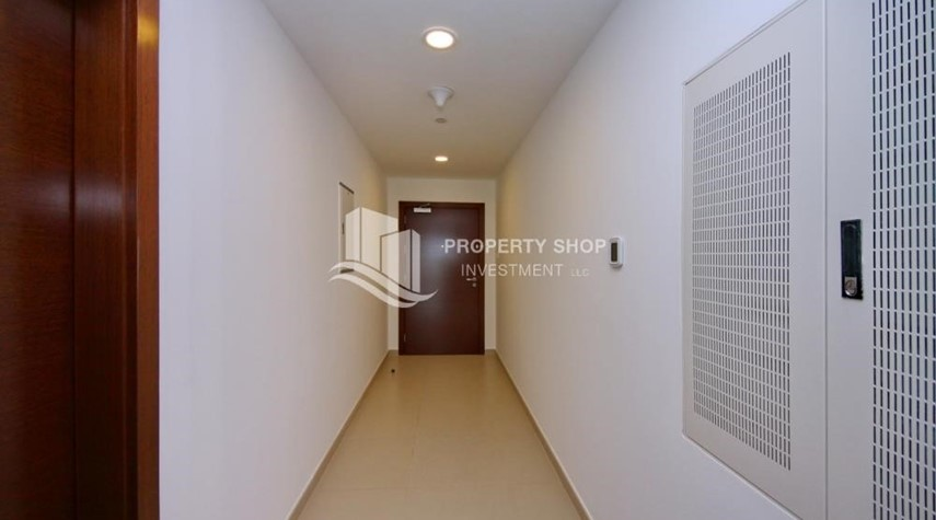 Foyer-Live with a wonderful 1BR Apartment with 6 Payments!