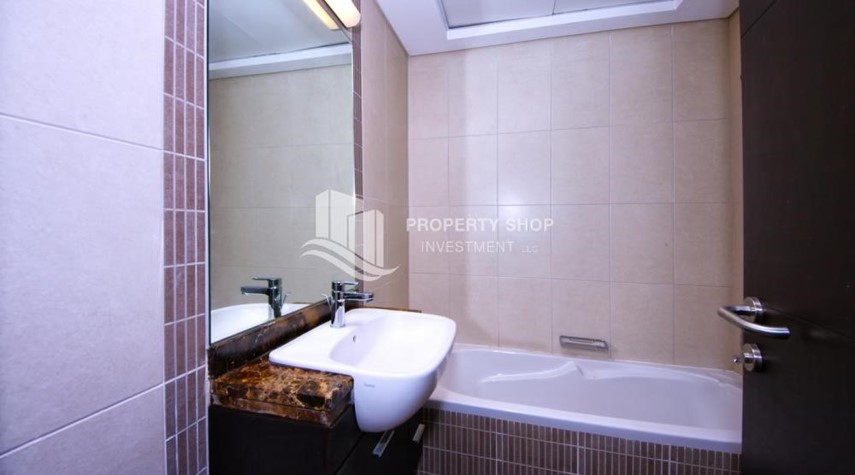 Bathroom-1br, Mangrove Place with Balcony