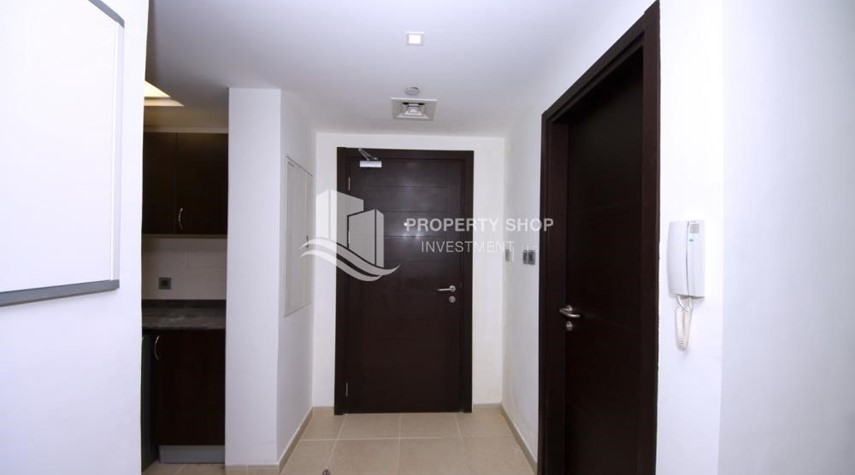 Foyer-1br, Mangrove Place with Balcony