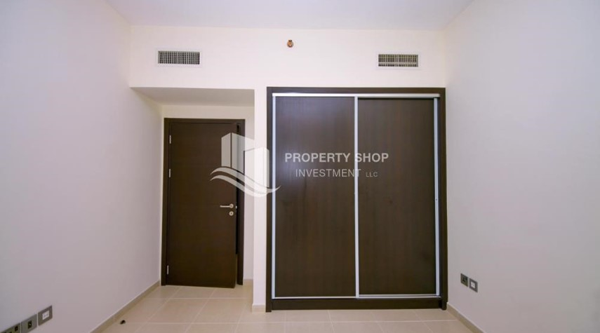Built in Wardrobe-2BR with balcony in Mangrove Place for rent.