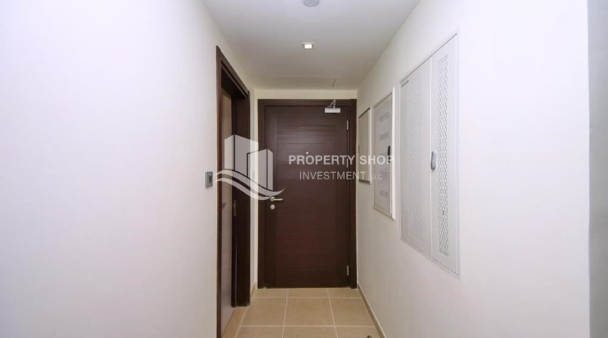 Foyer-2BR with balcony in Mangrove Place for rent.