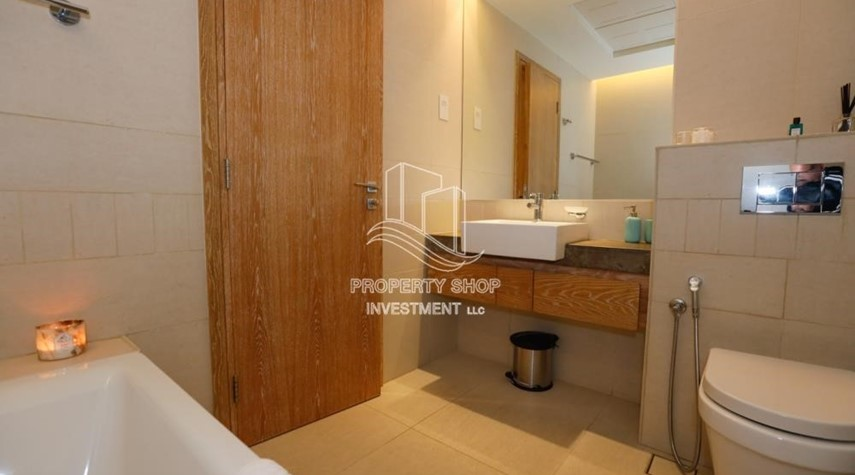 Bathroom-Luxurious Furnished Studio with Parking in St. Regis.