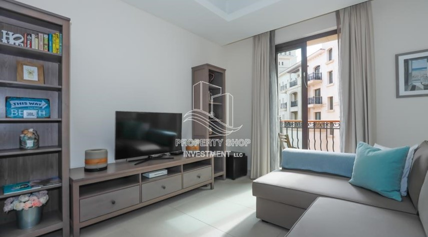 Living Room-Luxurious Furnished Studio with Parking in St. Regis.