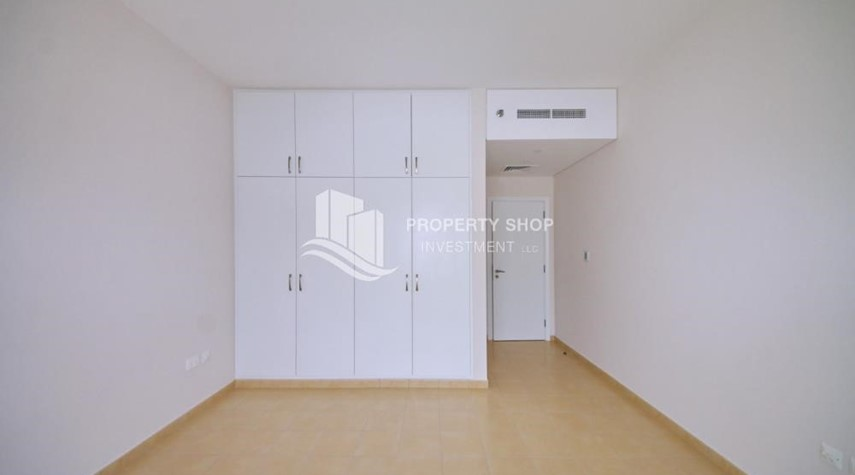 Built in Wardrobe-Mid floor 1BR unit with sea view offered for 4 cheques!