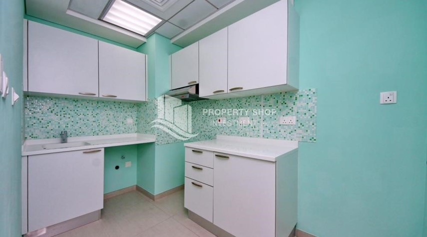 Kitchen-Mid floor 1BR unit with sea view offered for 4 cheques!