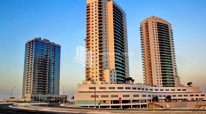 Property-Mid floor 1BR unit with sea view offered for 4 cheques!