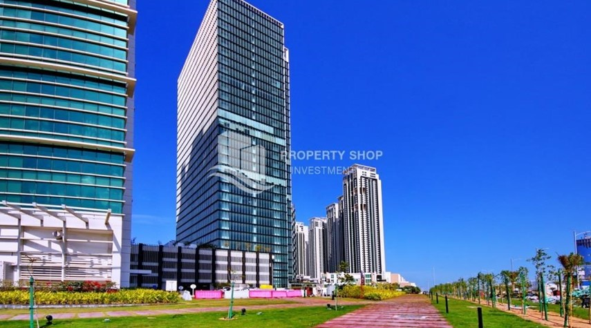 Community-High Floor Apt with Sea view with Multiple Cheques options!