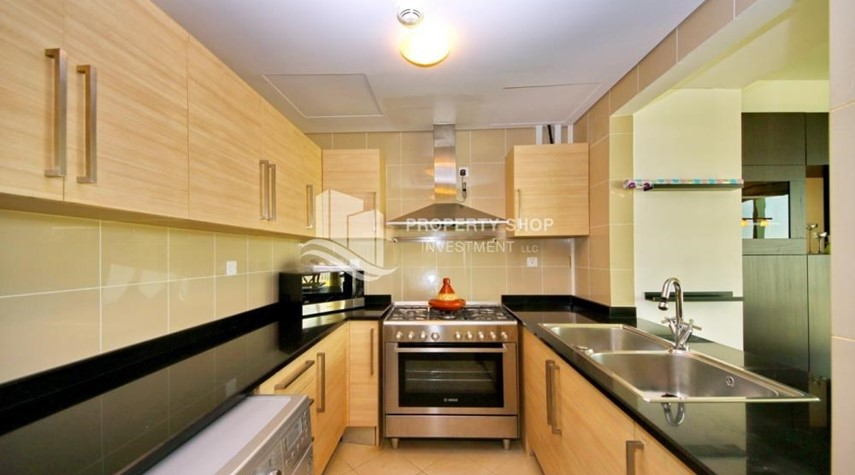 Kitchen-High Floor Apt with Sea view with Multiple Cheques options!