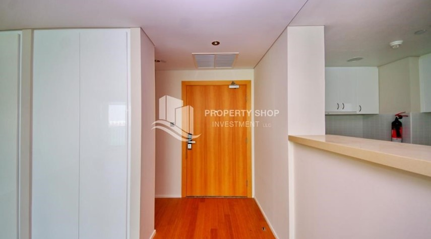 Foyer-Spacious 3+M BR Apt with Partial Sea View