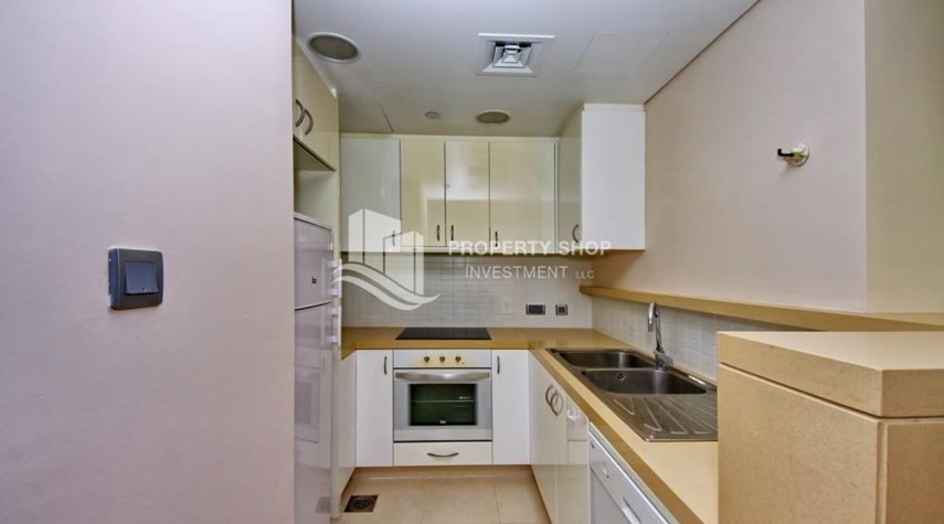 Kitchen-High floor huge unit plus balcony with sea view!