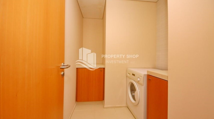 Laundry Room-High floor huge unit plus balcony with sea view!