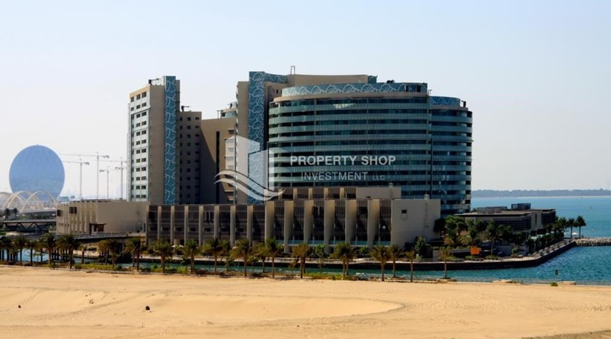 Property-High floor huge unit plus balcony with sea view!