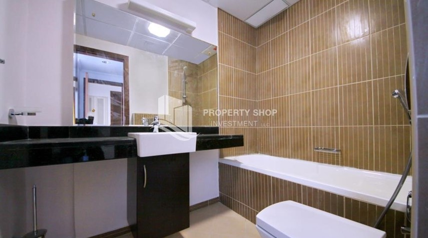 Bathroom-Sea view unit with full facilities.