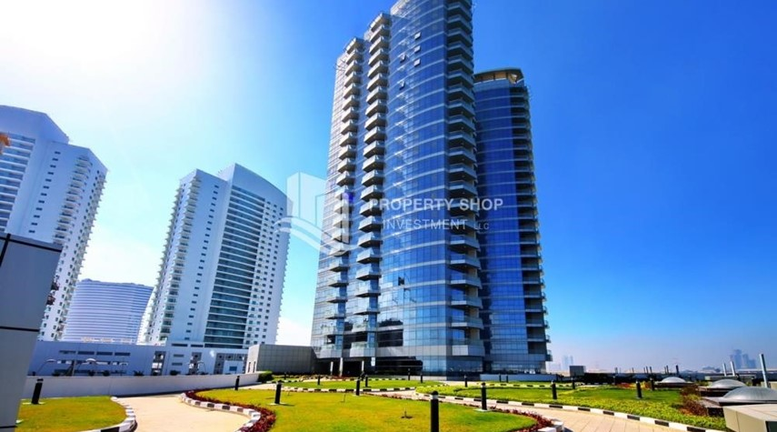 Property-Sea view unit with full facilities.