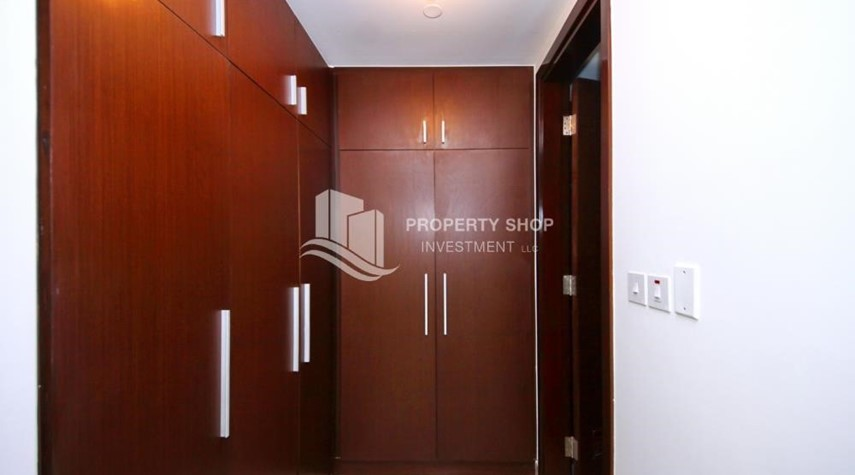 Built in Wardrobe-Al Maha Tower Apartment For RENT