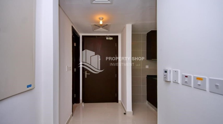 Foyer-Al Maha Tower Apartment For RENT