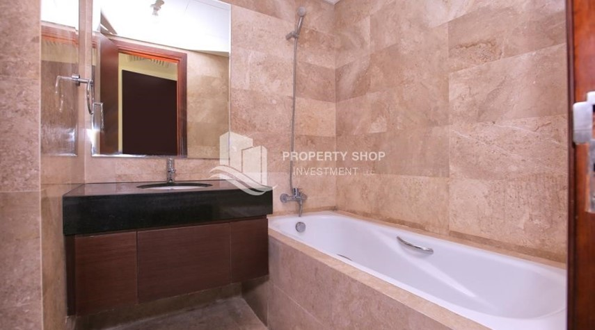 Bathroom-Low floor 2BR apartment in Marina Heights with park view.