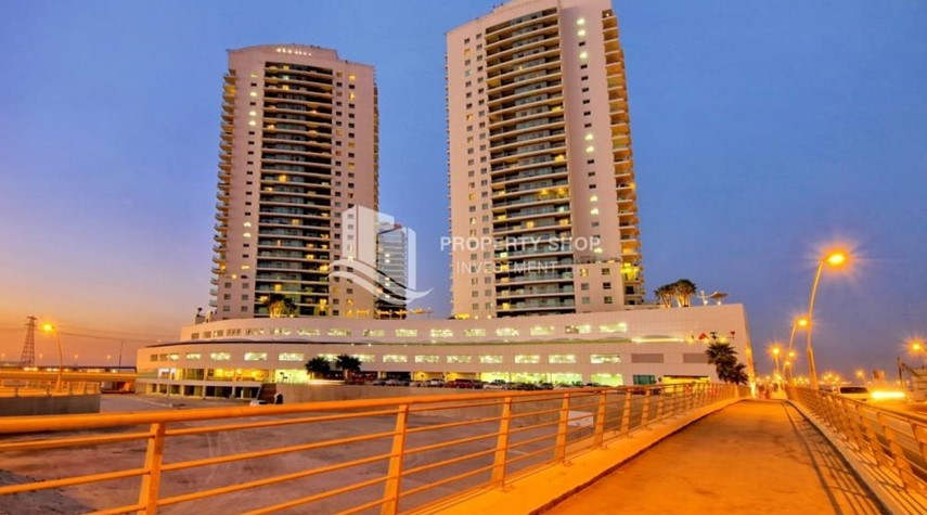 Community-Astonishing 1BR with the best views offered at great price, Inquire at PSI now!