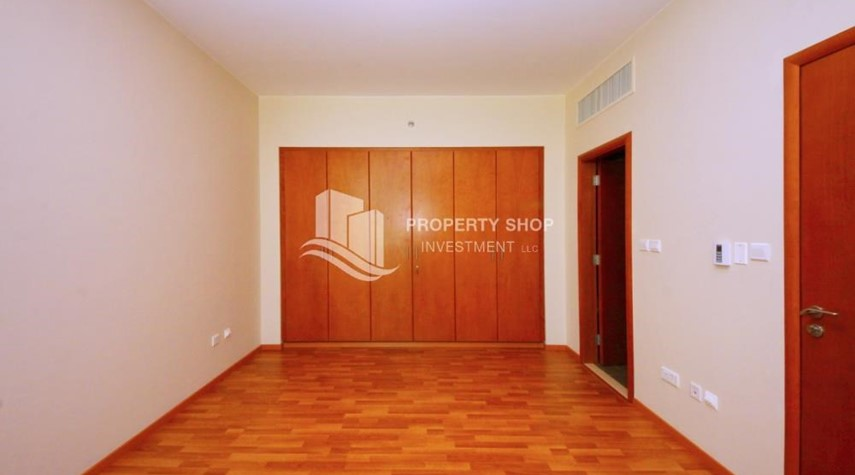 Built in Wardrobe-Spacious Sea View 1+M BR with balcony.