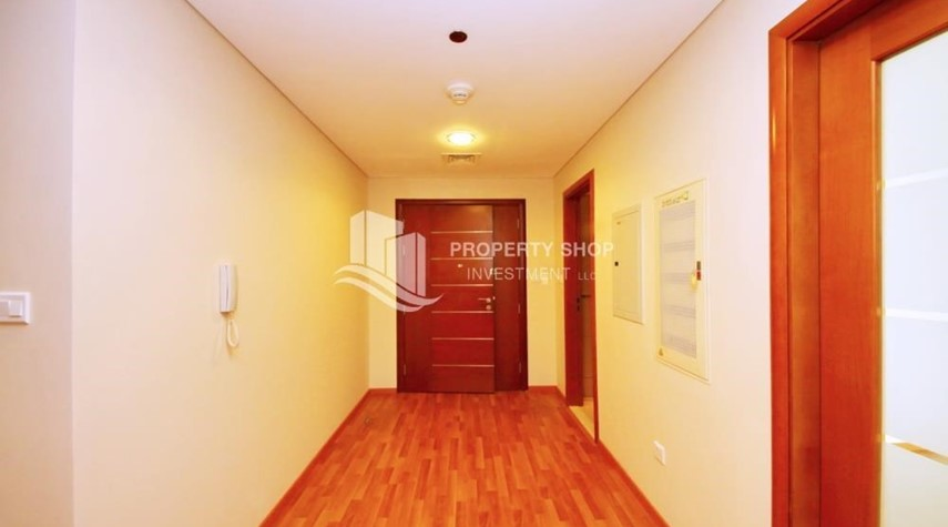Foyer-Spacious Sea View 1+M BR with balcony.