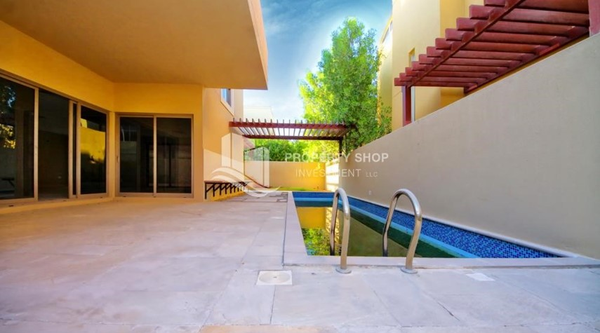 Private pool-Luxurious 4BR Villa S + Study Room + Maid's Room.