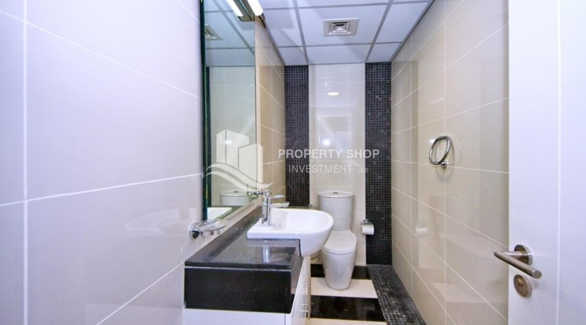 Bathroom-Furnished Apt in Mid Floor w/ Marina View