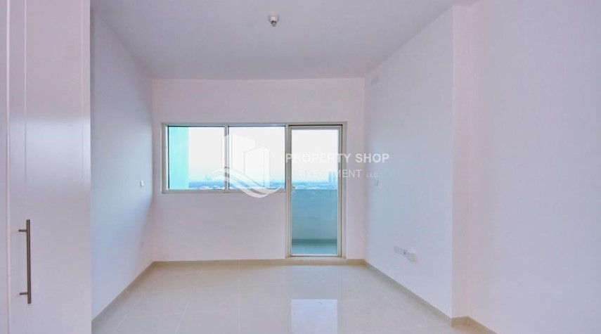 Bedroom-Furnished Apt in Mid Floor w/ Marina View