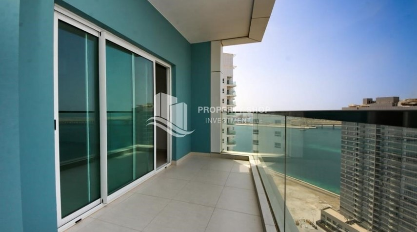 Balcony-Spacious Apt with amazing view