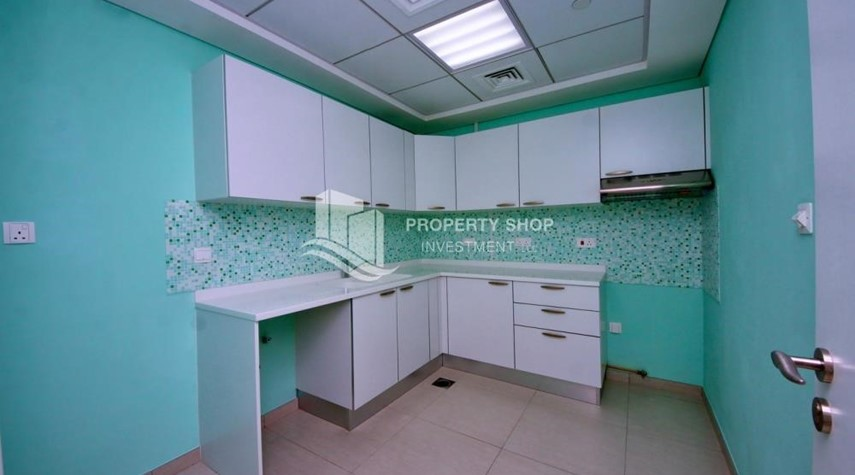 Kitchen-Spacious Apt with amazing view