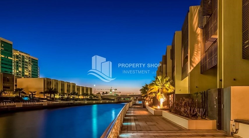 Community-Sea view Apt with high end amenities