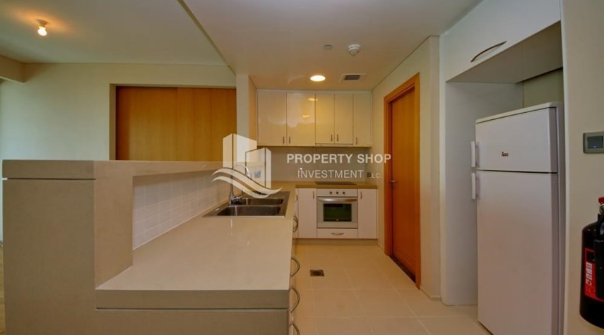 Kitchen-Sea view Apt with high end amenities