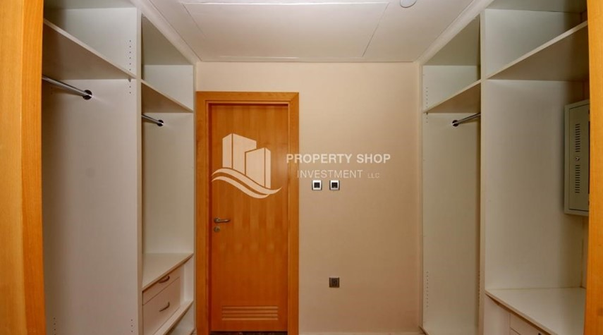 WalkIn Closet-Sea view Apt with high end amenities