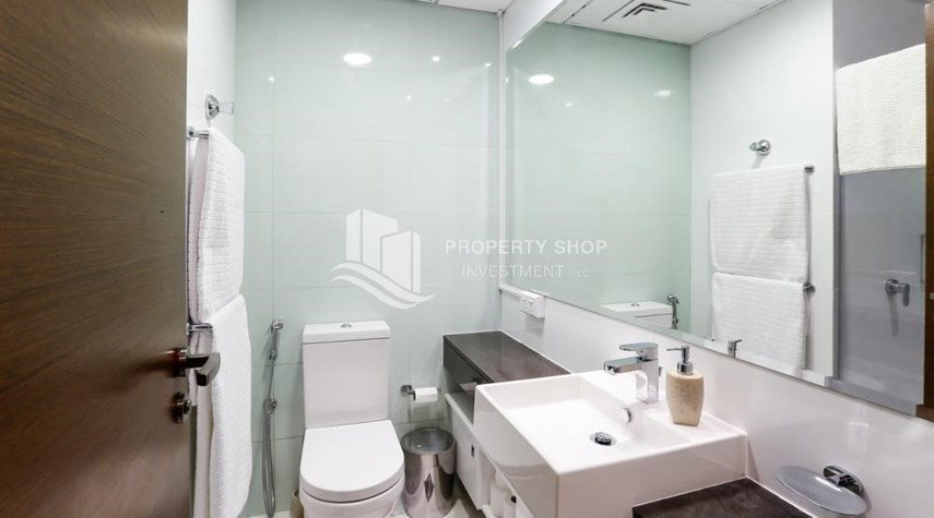 Bathroom-High Floor Vacant 3+M BR Apt for rent