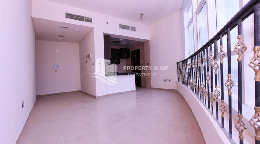 Dining Room-Studio apartment in high floor available for sale now.