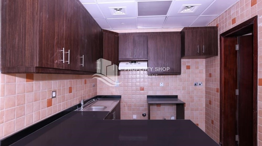Kitchen-Studio apartment in high floor available for sale now.