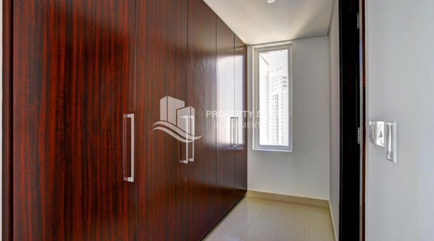 Built in Wardrobe-Spacious 3 plus 1BR Apt in Mag 5 Residence.