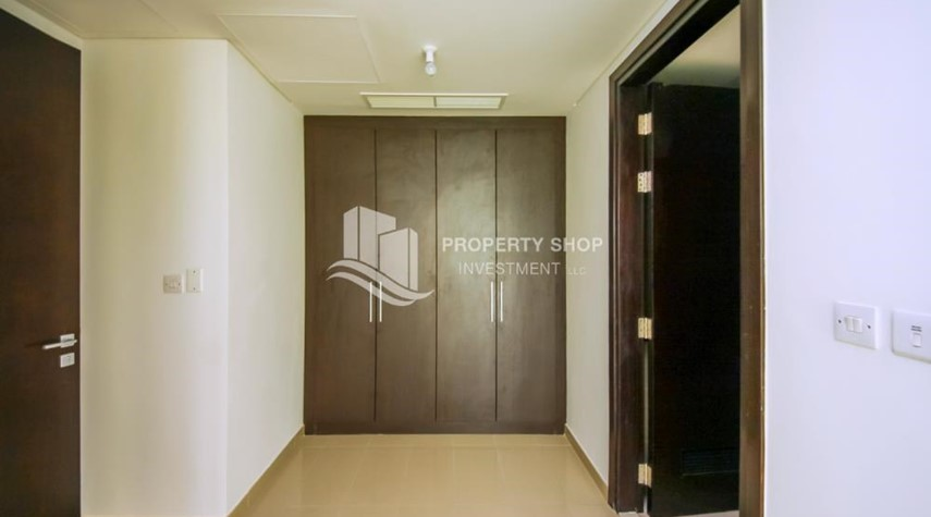 Built in Wardrobe-High Floor 3+M BR Apt with huge layout.