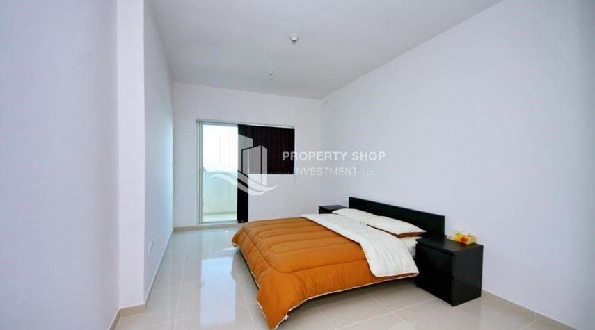 Bedroom-Spacious 1BR with balcony and sea view.