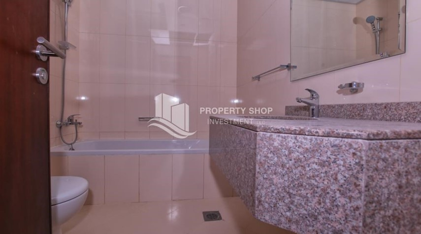 Bathroom-Studio apartment for rent in Hydra Avenue Tower