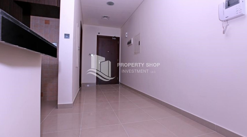 Corridor-Studio apartment for rent in Hydra Avenue Tower