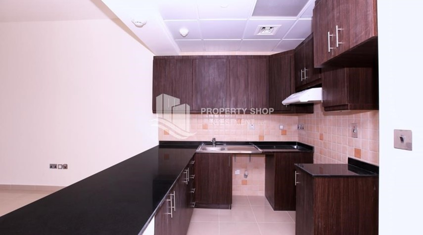Kitchen-Studio apartment for rent in Hydra Avenue Tower