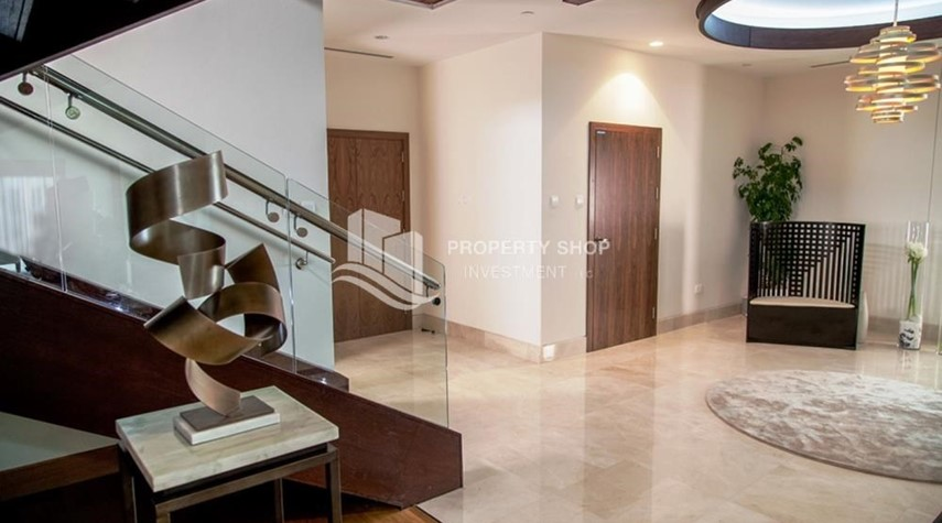 Foyer-Luxurious 4br plus maids room penthouse in Gate Tower 2. for sale