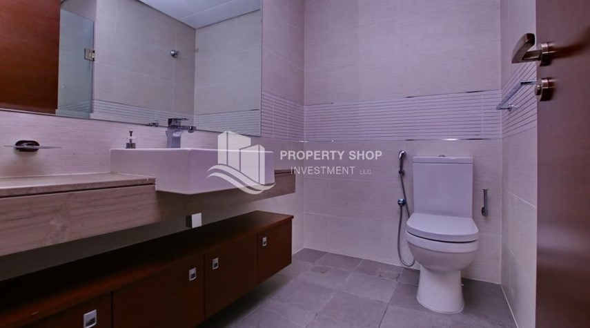 Bathroom-Pay up to 12 Cheques! Vacant Studio Apartment with High End Facilitites